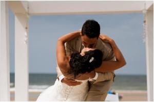 Trouwen-aan-het-Strand-Beachclub-People-Karin-van-de-Ven-Trouwambtenaar