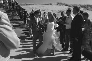 Trouwen-aan-het-strand-Beachclub-Titus-Karin-van-de-Ven-Trouwambtenaar