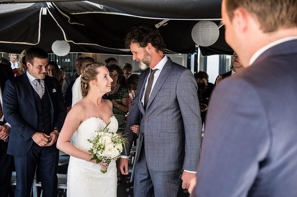 Vader geef bruid weg - Karin van de Ven Trouwambtenaar