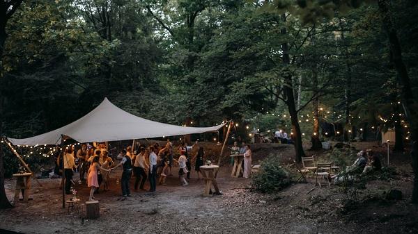 8 Feest in het bos k - Karin van de Ven Trouwambtenaar