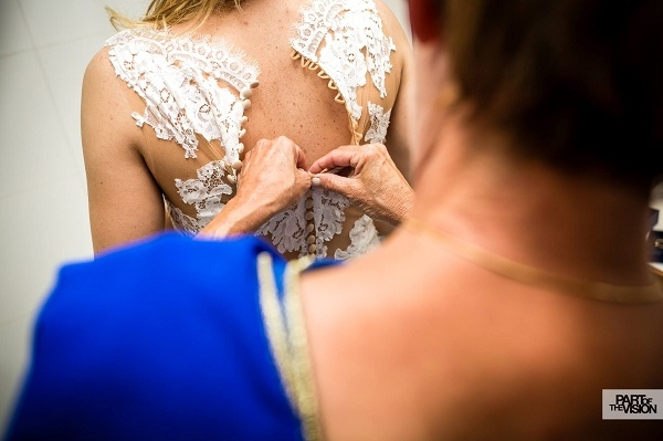 1-Aankleden-bruid-Karin-van-de-Ven-Trouwambtenaar