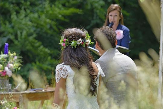 Ceremonie in het bos - Trouwambtenaar Karin van de Ven